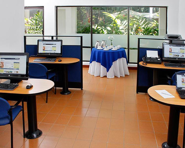 Sala de Internet Hotel ESTELAR Santamar Hotel & Centro de Convenciones
